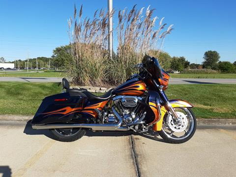 2015 Harley-Davidson Street Glide CVO in Michigan City, Indiana - Photo 1