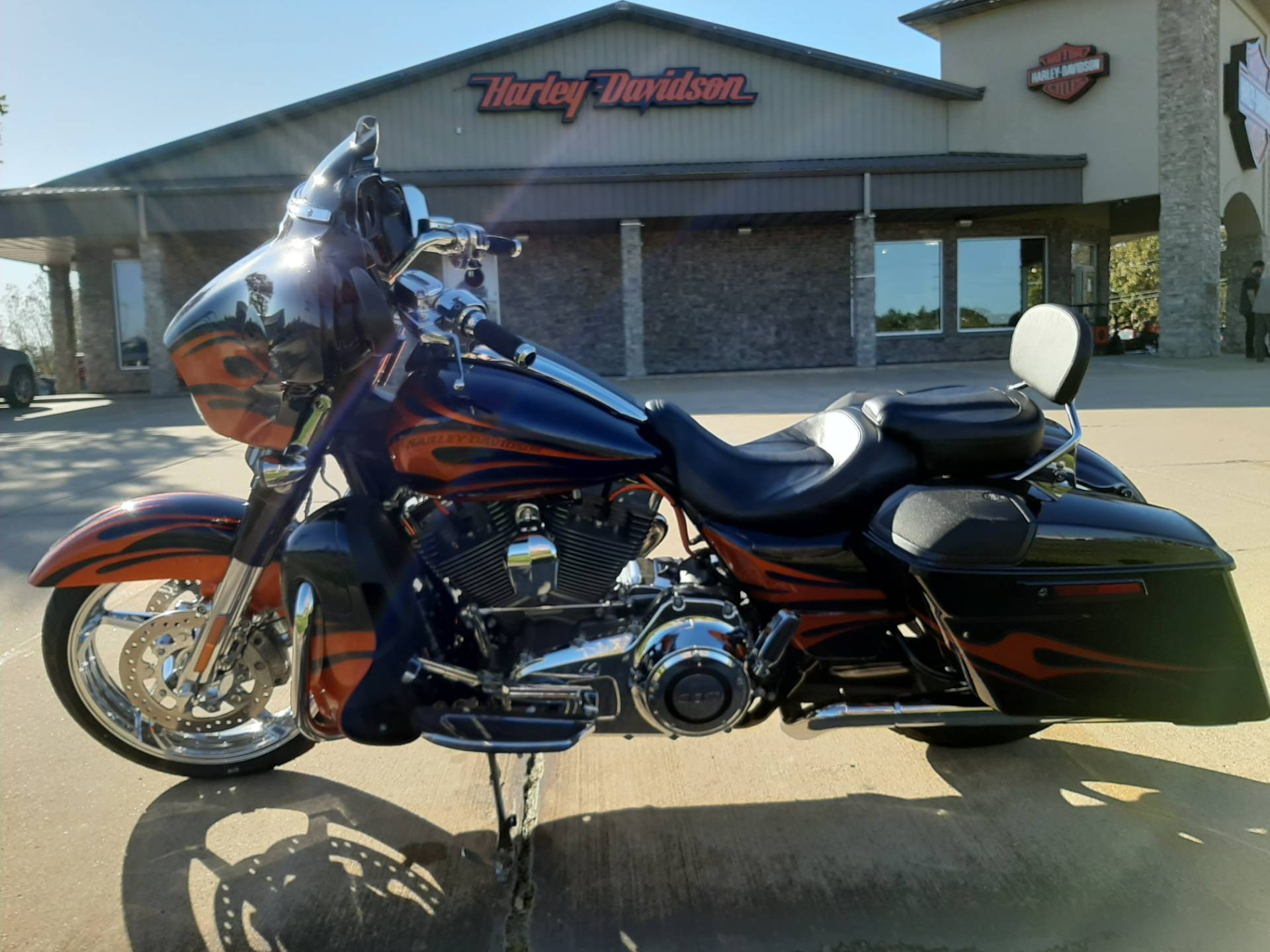 2015 Harley-Davidson Street Glide CVO in Michigan City, Indiana - Photo 2
