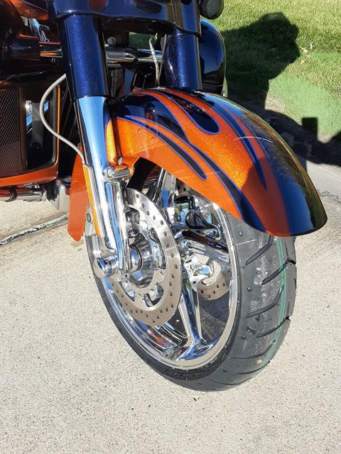2015 Harley-Davidson Street Glide CVO in Michigan City, Indiana - Photo 3