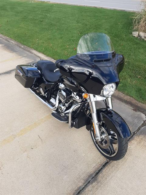 2018 Harley-Davidson Street Glide® in Michigan City, Indiana - Photo 2