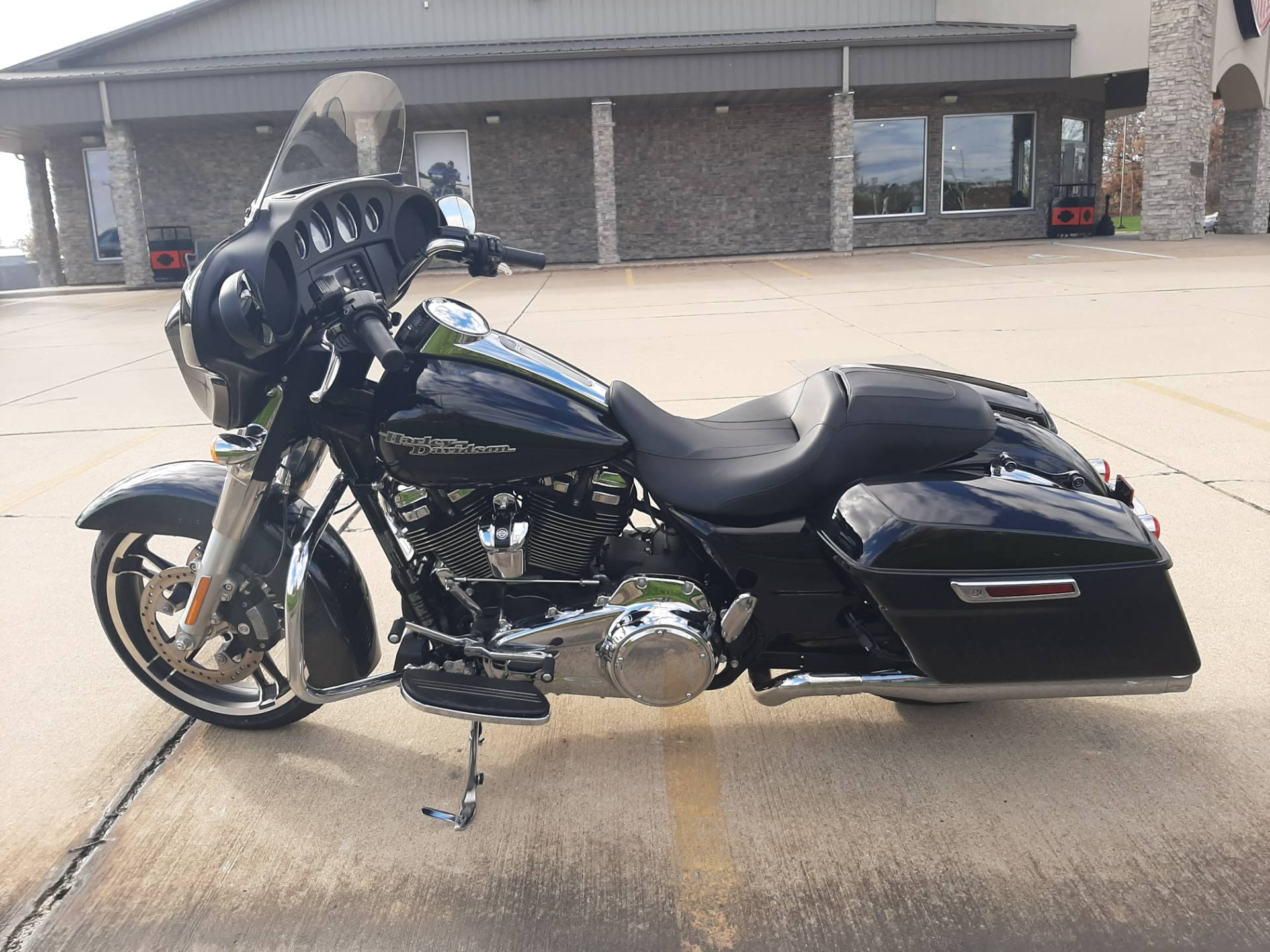 2018 Harley-Davidson Street Glide® in Michigan City, Indiana - Photo 4