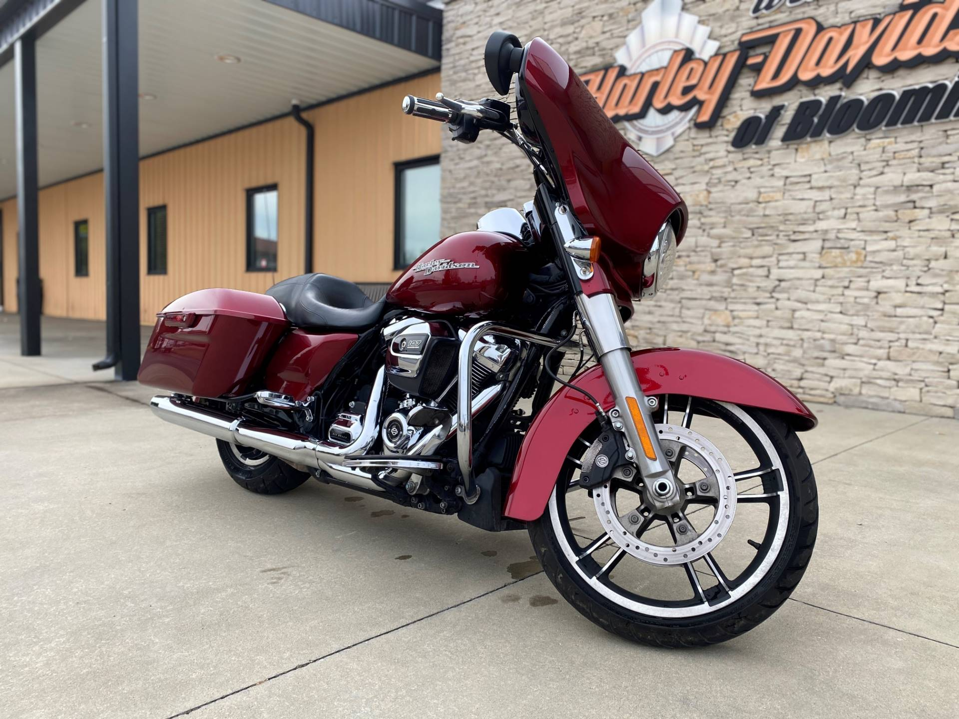 2017 Harley-Davidson Street Glide® Special in Bloomington, Indiana - Photo 10