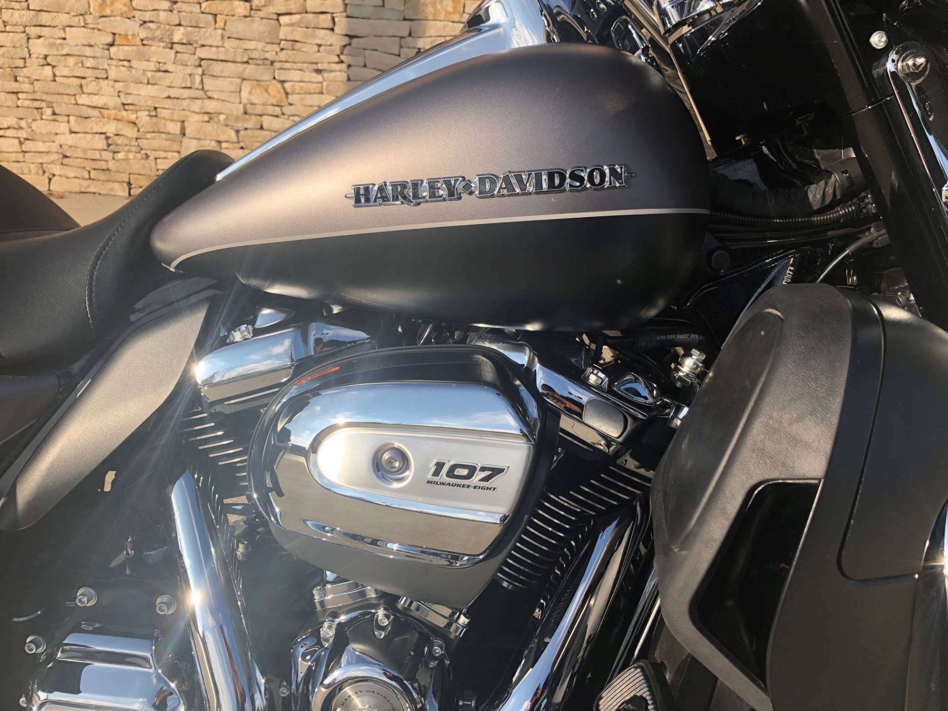 2017 Harley-Davidson Ultra Limited in Bloomington, Indiana - Photo 2