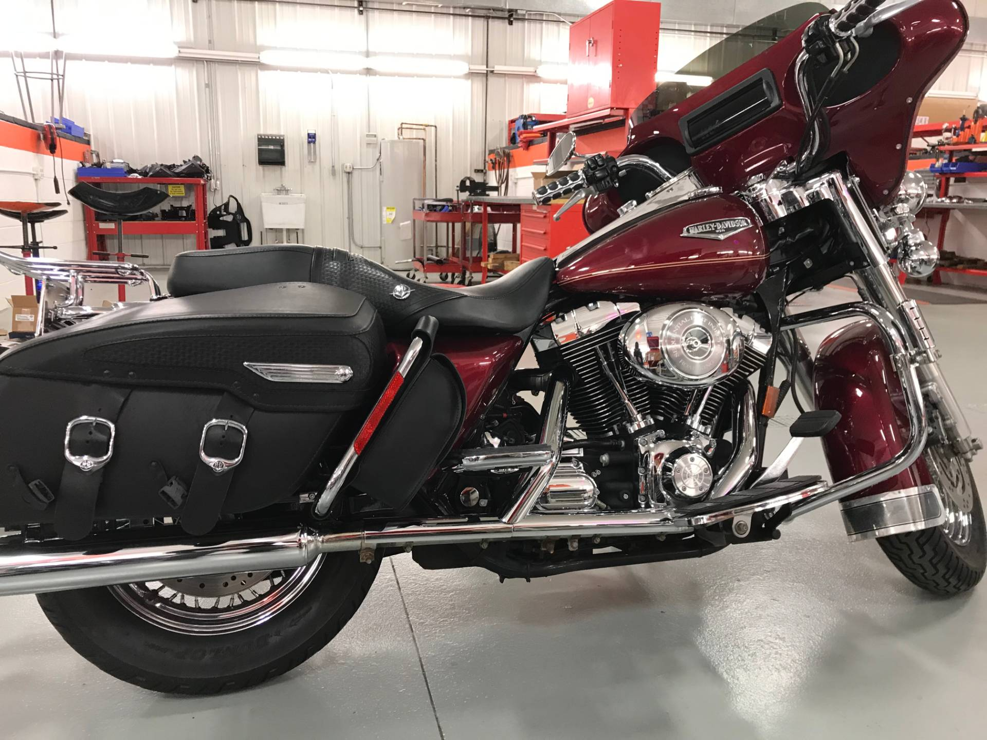 2005 Harley-Davidson FLHRCI Road King® Classic in Valparaiso, Indiana - Photo 3