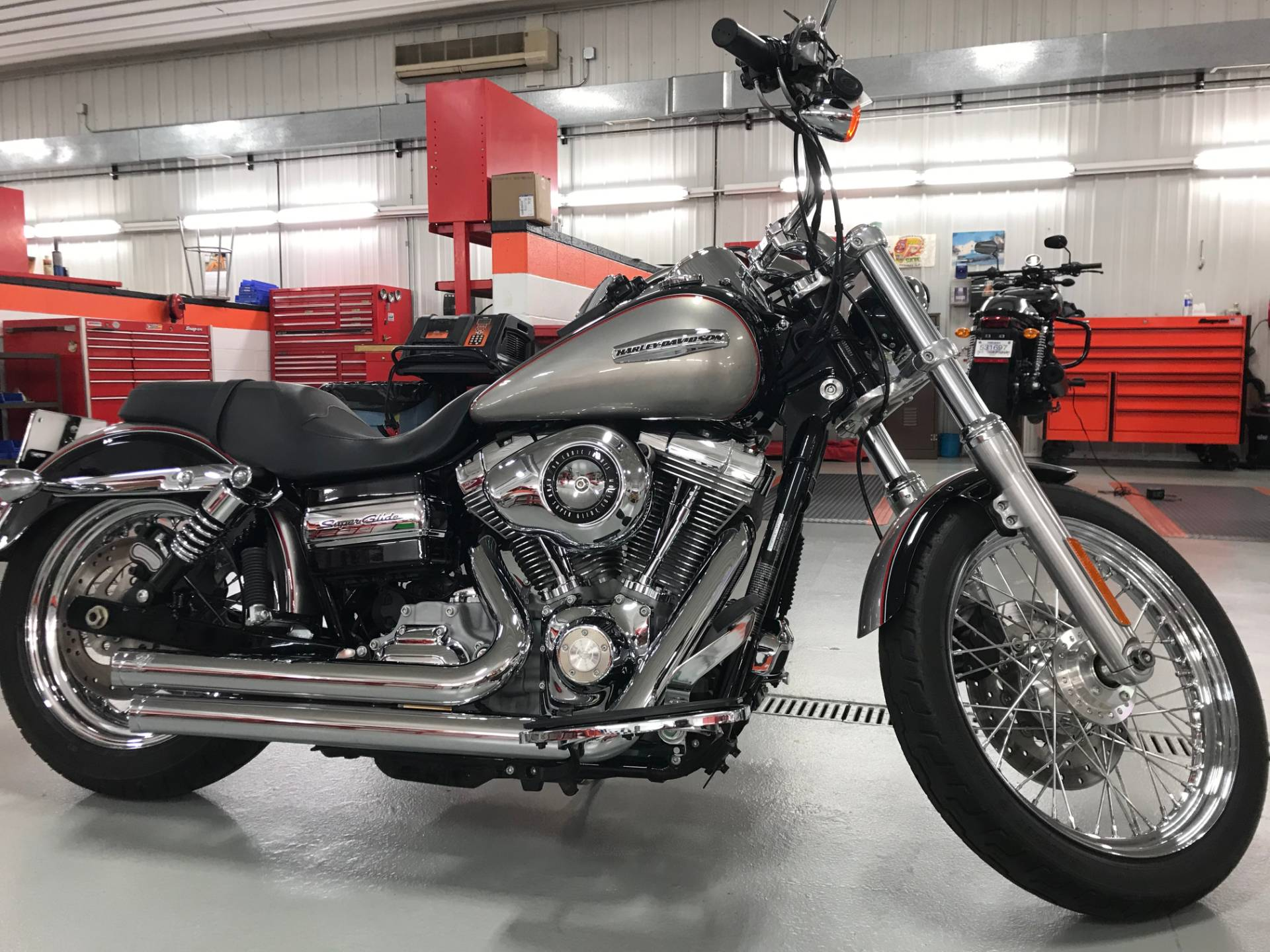 2009 Harley-Davidson Dyna® Super Glide® Custom in Valparaiso, Indiana - Photo 2