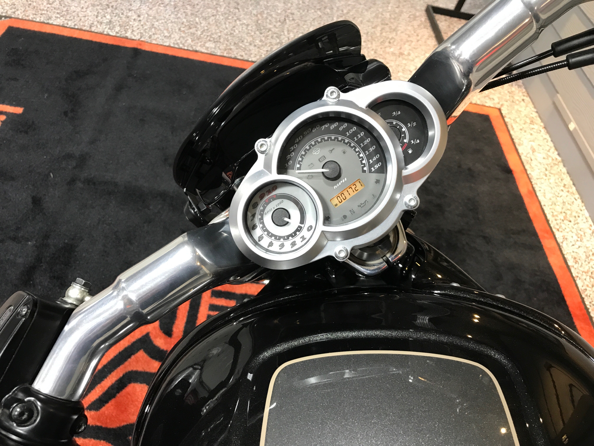 2015 Harley-Davidson V-Rod Muscle® in Plainfield, Indiana - Photo 6