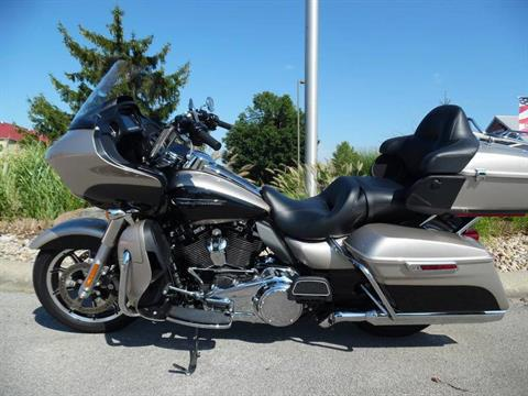 2018 Harley-Davidson Road Glide® Ultra in Plainfield, Indiana - Photo 1