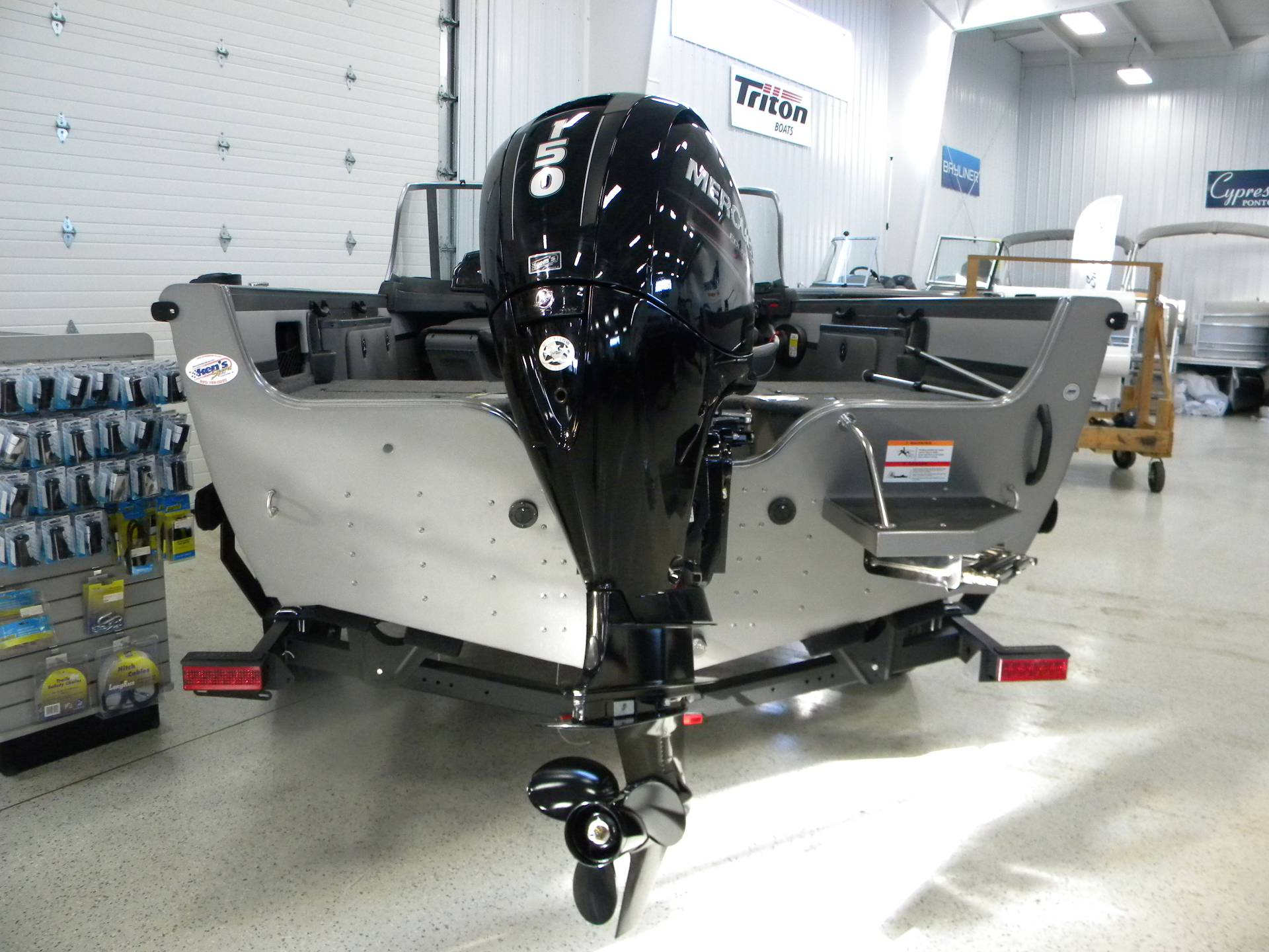 2019 Crestliner 1850 Sportfish Outboard in Kaukauna, Wisconsin - Photo 2