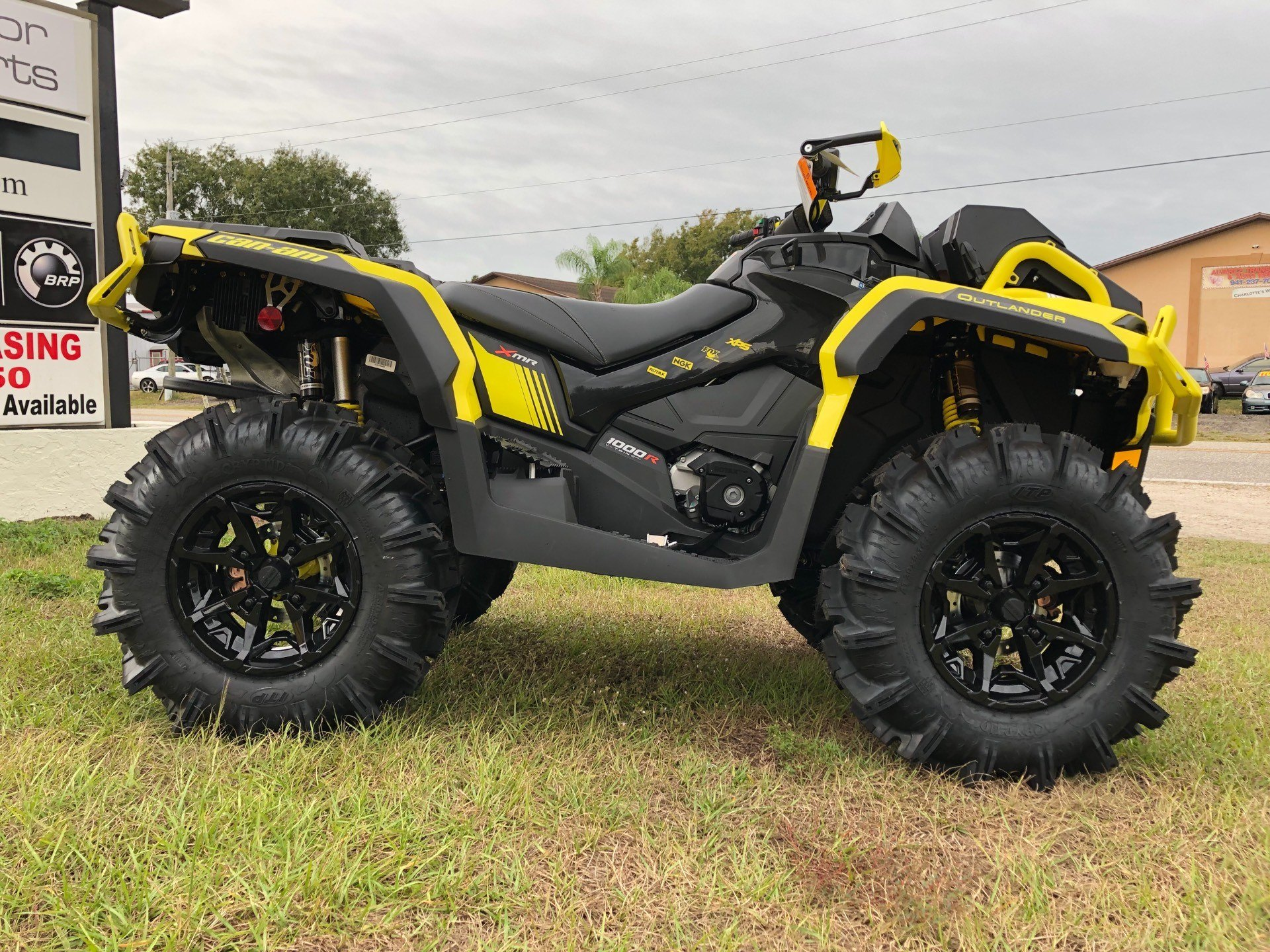 2019 Can-Am™ Outlander X mr 1000R 4