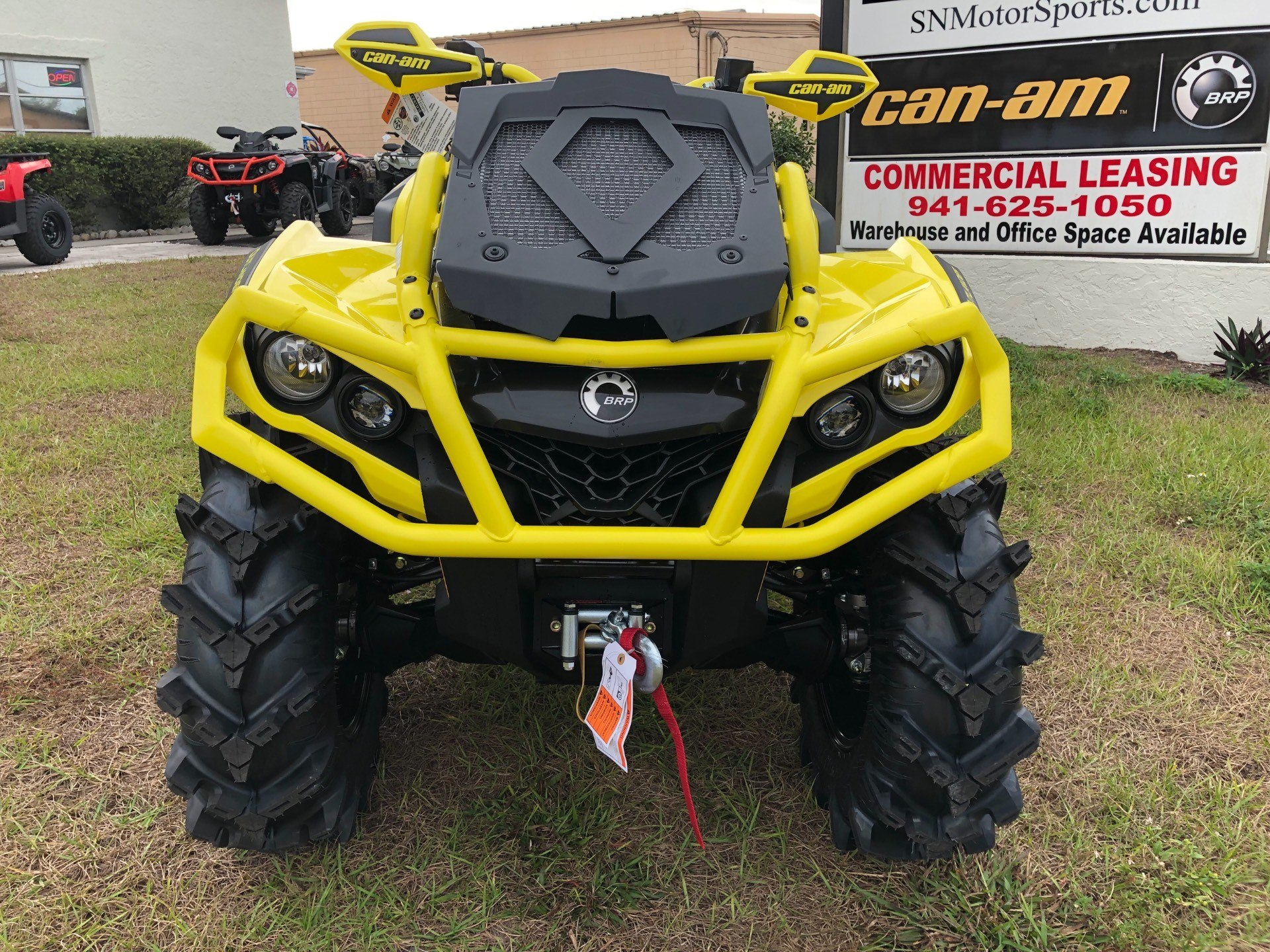2019 Can-Am™ Outlander X mr 1000R 8