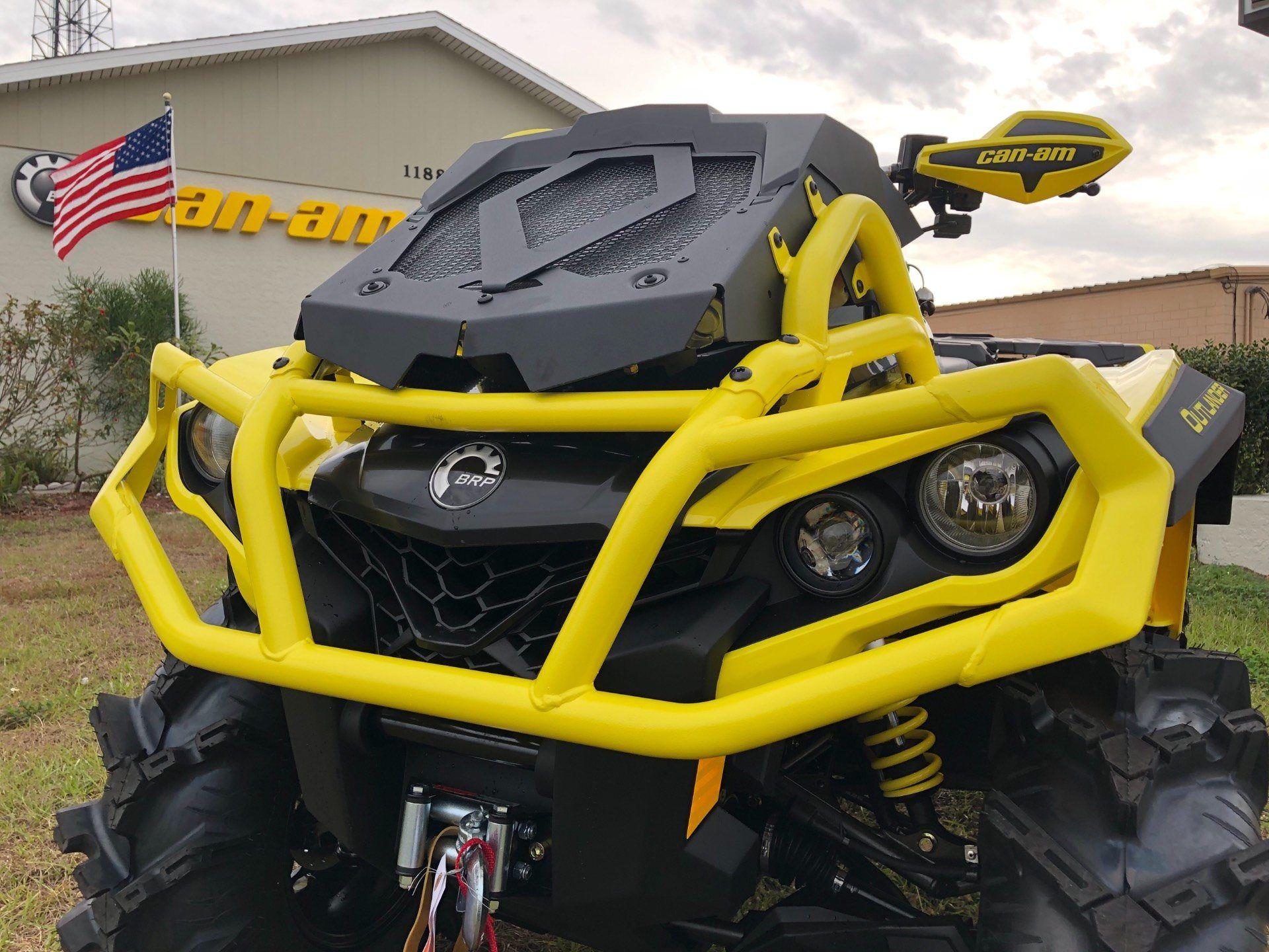 2019 Can-Am™ Outlander X mr 1000R 9