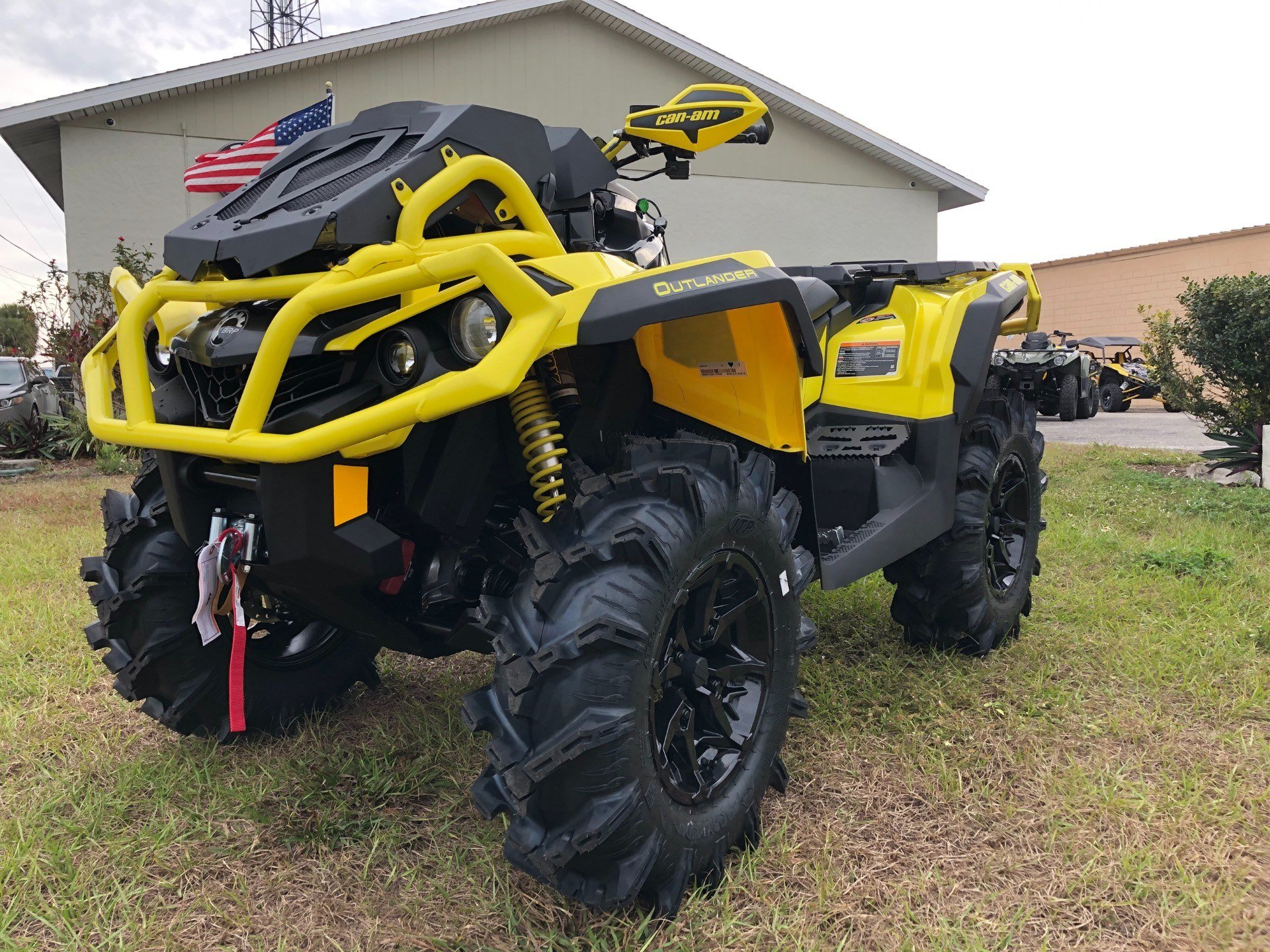 2019 Can-Am™ Outlander X mr 1000R 10
