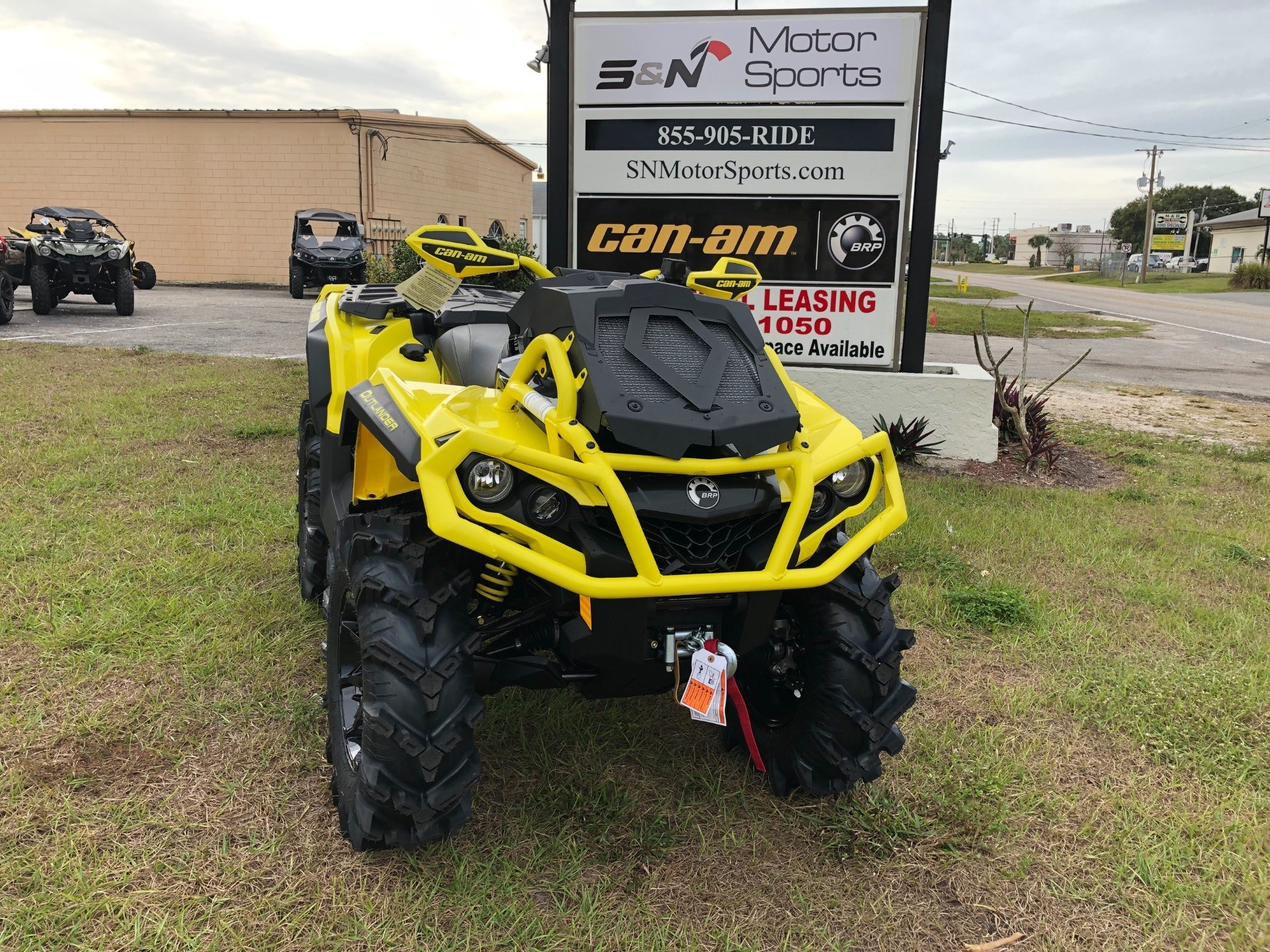 2019 Can-Am™ Outlander X mr 1000R 11