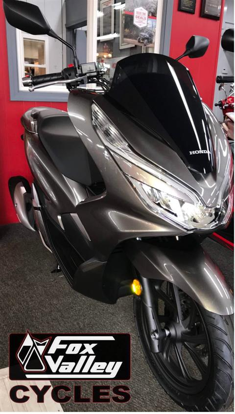 2019 Honda PCX150 in Aurora, Illinois - Photo 2