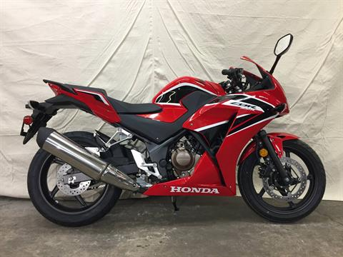 2017 Honda CBR300R in Aurora, Illinois