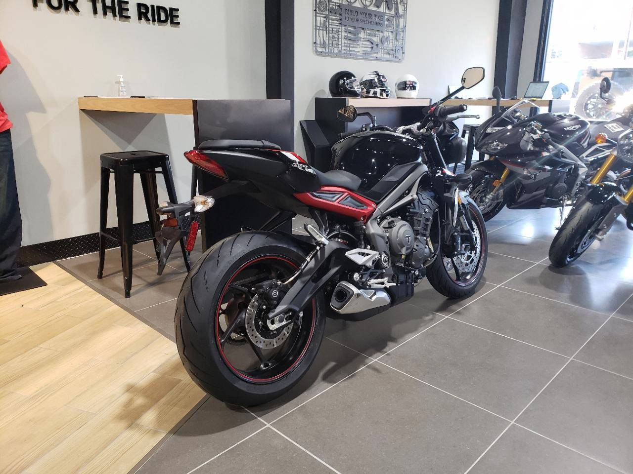 STREET TRIPLE R LRH - Photo 3