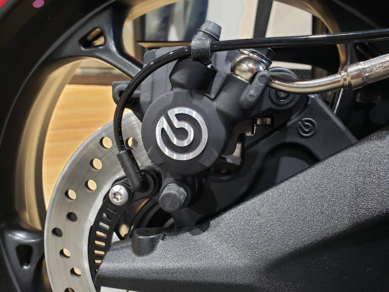 STREET TRIPLE R LRH - Photo 18