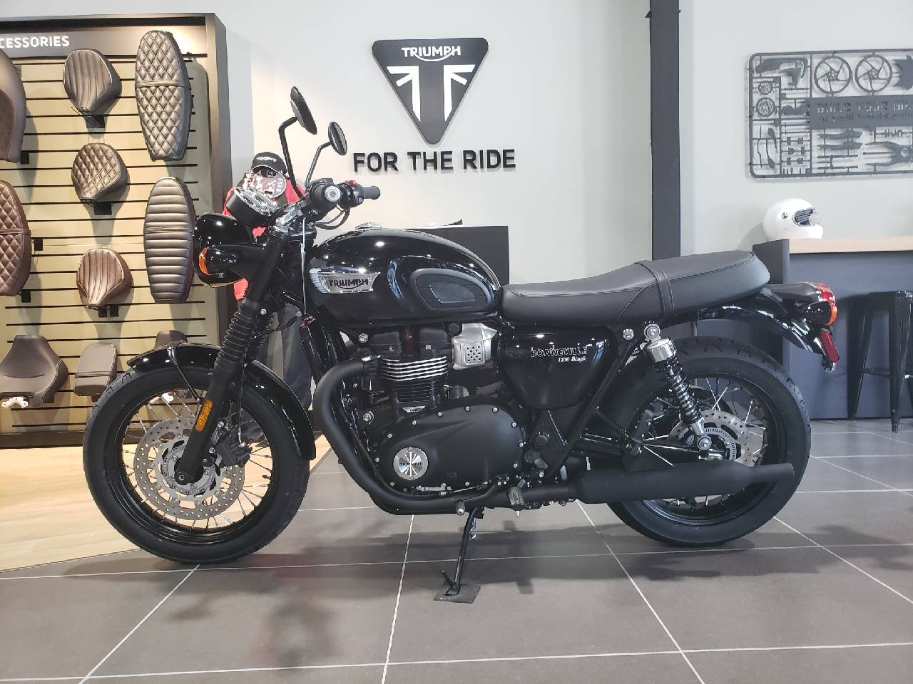 2020 Triumph Bonneville T100 Black in Mooresville, North Carolina - Photo 4