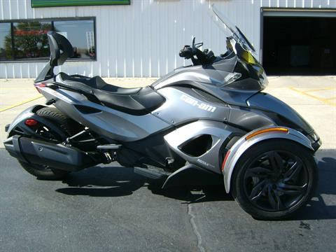 2013 Can-Am SPYDER ST SE5 in Freeport, Illinois - Photo 1