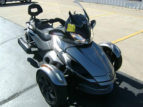 2013 Can-Am SPYDER ST SE5 in Freeport, Illinois - Photo 2