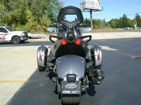 2013 Can-Am SPYDER ST SE5 in Freeport, Illinois - Photo 6
