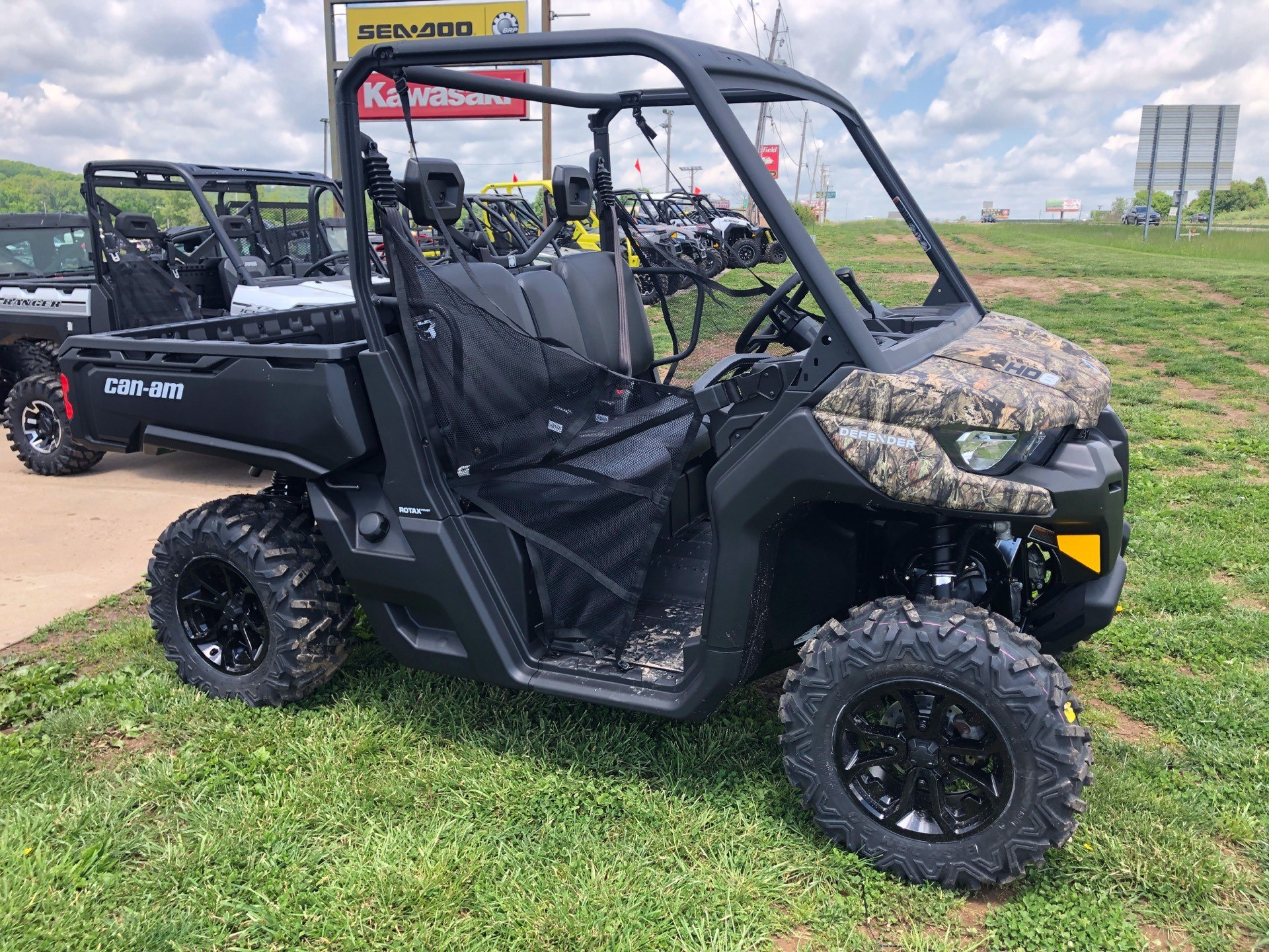 2018 Can-Am™ Defender DPS HD8 2