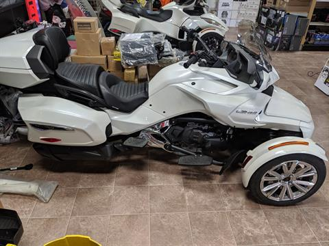 2017 Can-Am Spyder F3 Limited in Farmington, Missouri - Photo 2