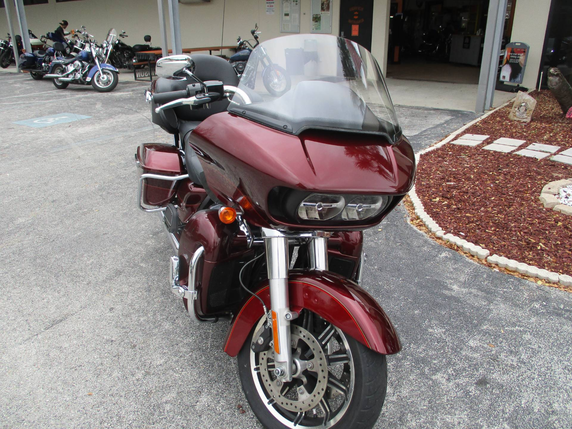 2017 Harley-Davidson Road Glide® Ultra in Clermont, Florida - Photo 2