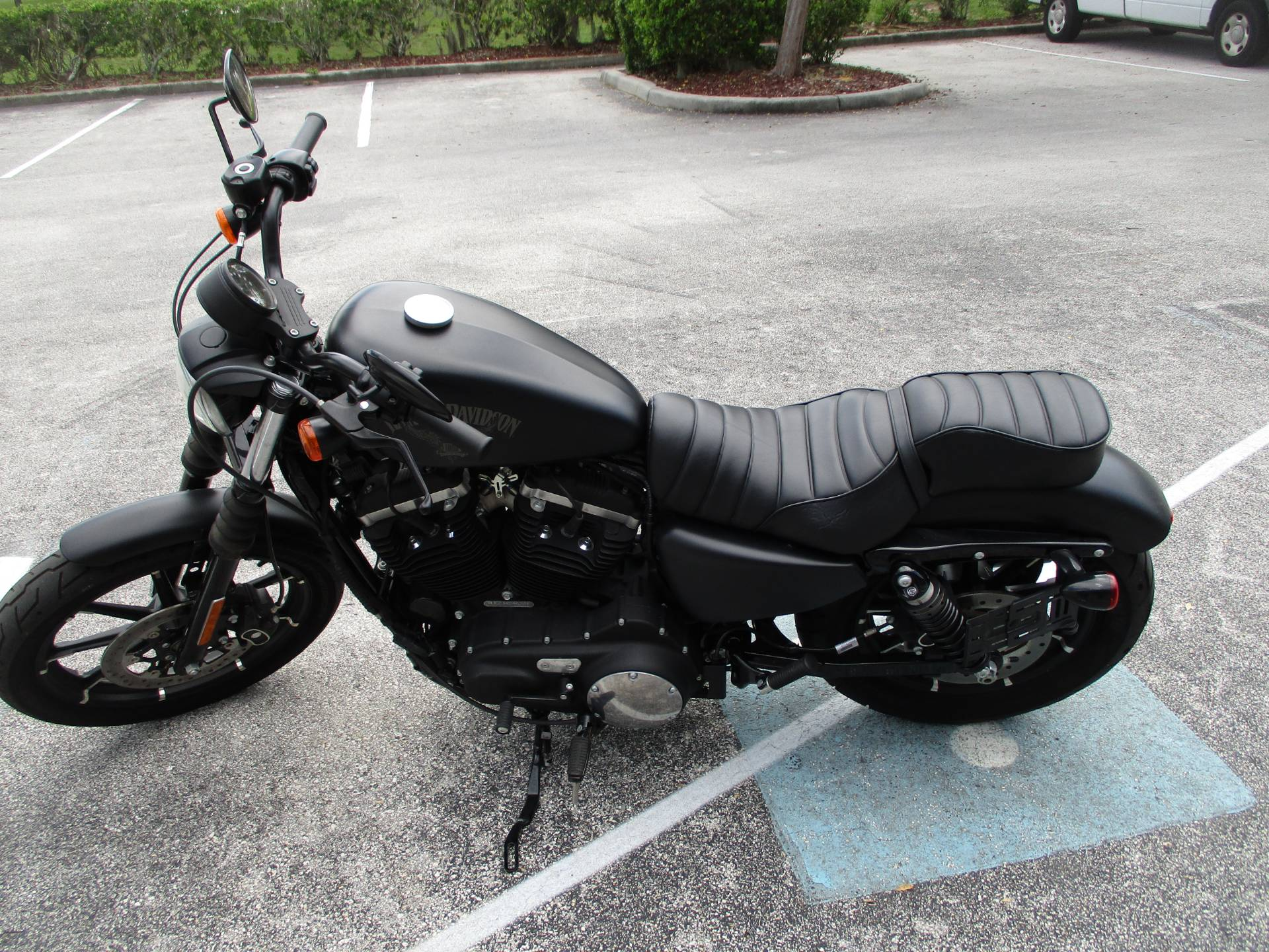 2018 Harley-Davidson Iron 883™ in Clermont, Florida - Photo 7