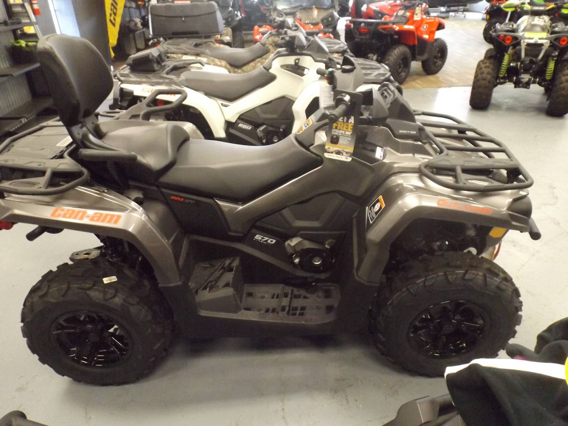 2017 Can-Am Outlander MAX XT 570 in Huntington, West Virginia