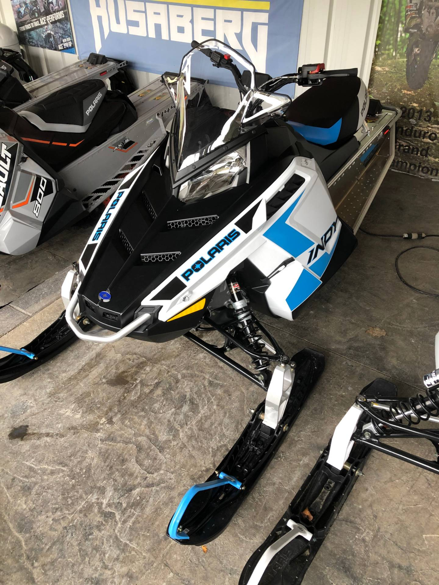 2020 Polaris 600 Indy 121 ES in Troy, New York - Photo 2