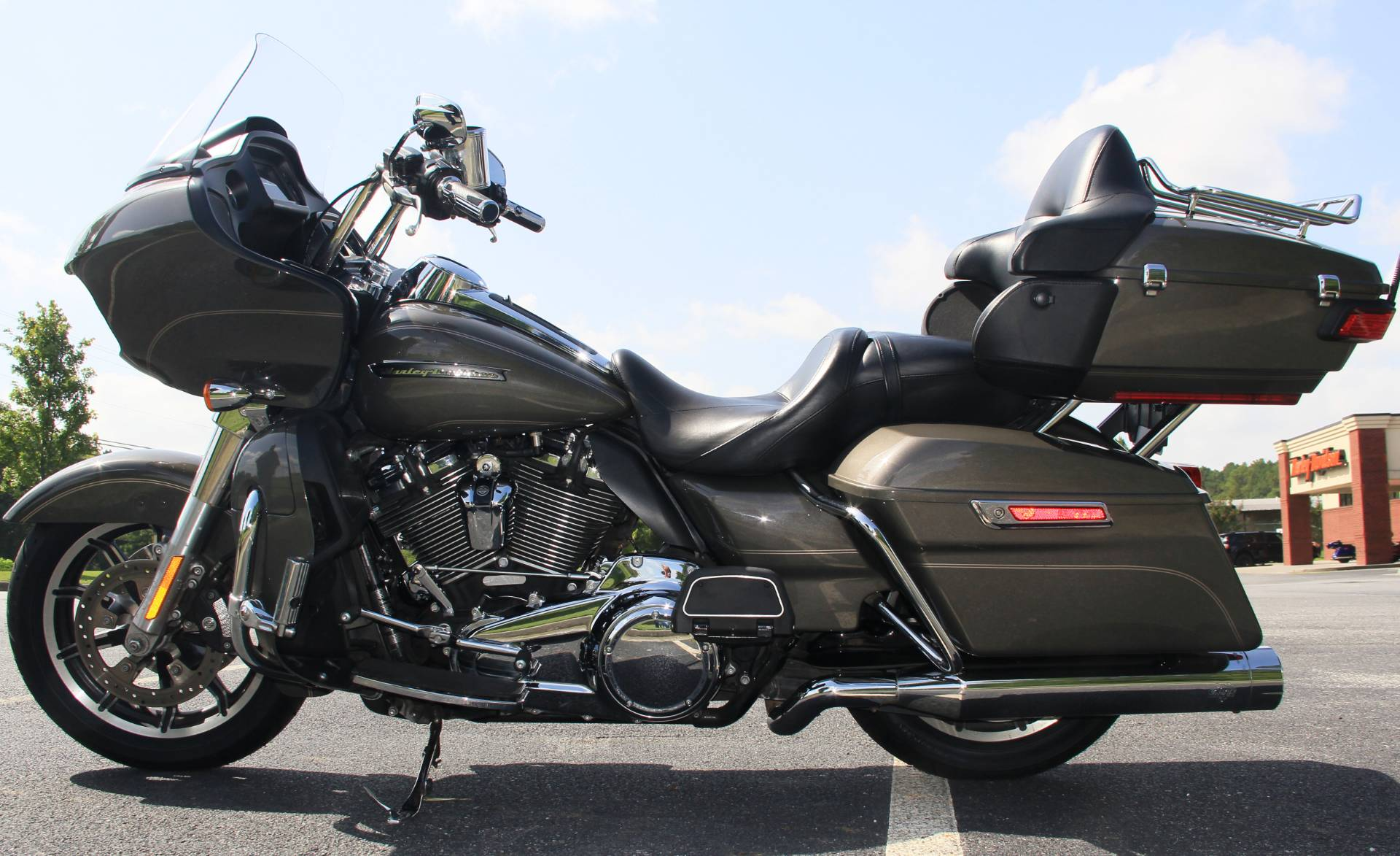 2018 Harley-Davidson Road Glide Ultra in Cartersville, Georgia - Photo 5