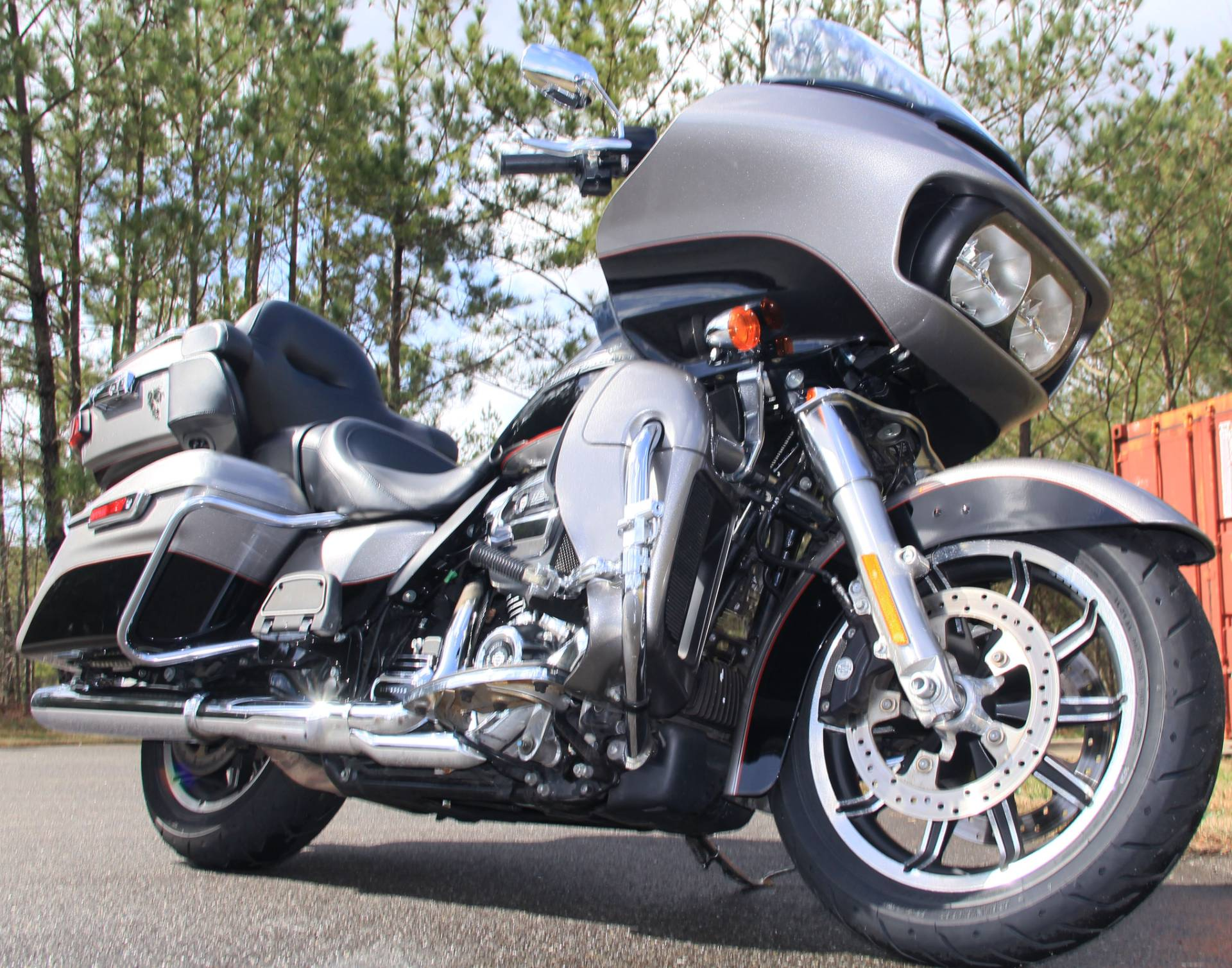 2017 Harley-Davidson Road Glide Ultra in Cartersville, Georgia - Photo 2