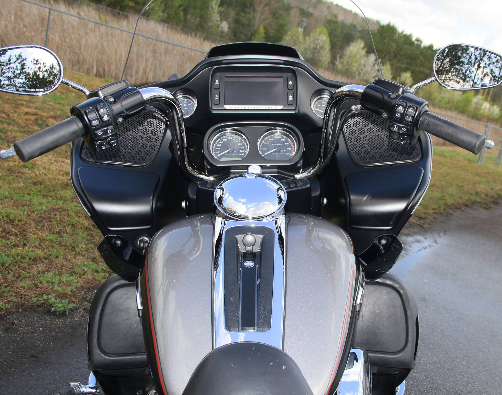 2017 Harley-Davidson Road Glide Ultra in Cartersville, Georgia - Photo 6
