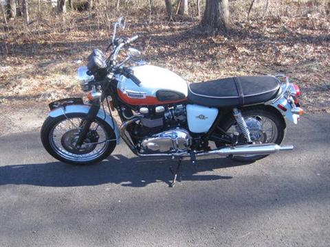 2009 Triumph Bonneville SE in Metuchen, New Jersey - Photo 1
