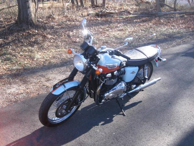 2009 Triumph Bonneville SE in Metuchen, New Jersey - Photo 2
