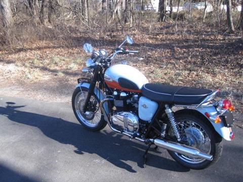 2009 Triumph Bonneville SE in Metuchen, New Jersey - Photo 7