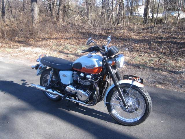 2009 Triumph Bonneville SE in Metuchen, New Jersey - Photo 9