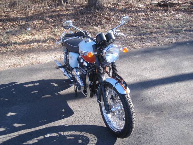 2009 Triumph Bonneville SE in Metuchen, New Jersey - Photo 12