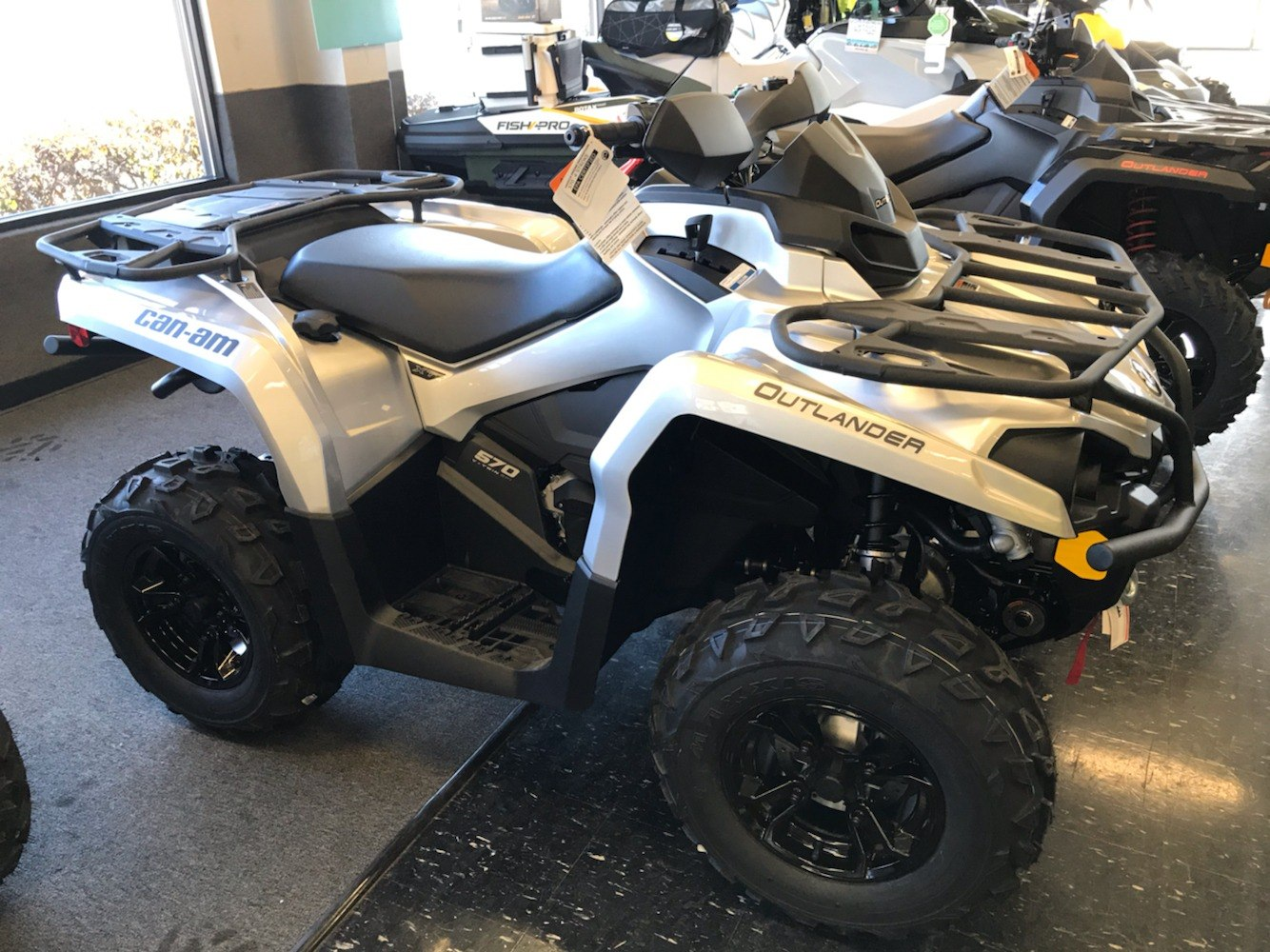 2020 Can-Am Outlander XT 570 in Cohoes, New York - Photo 2