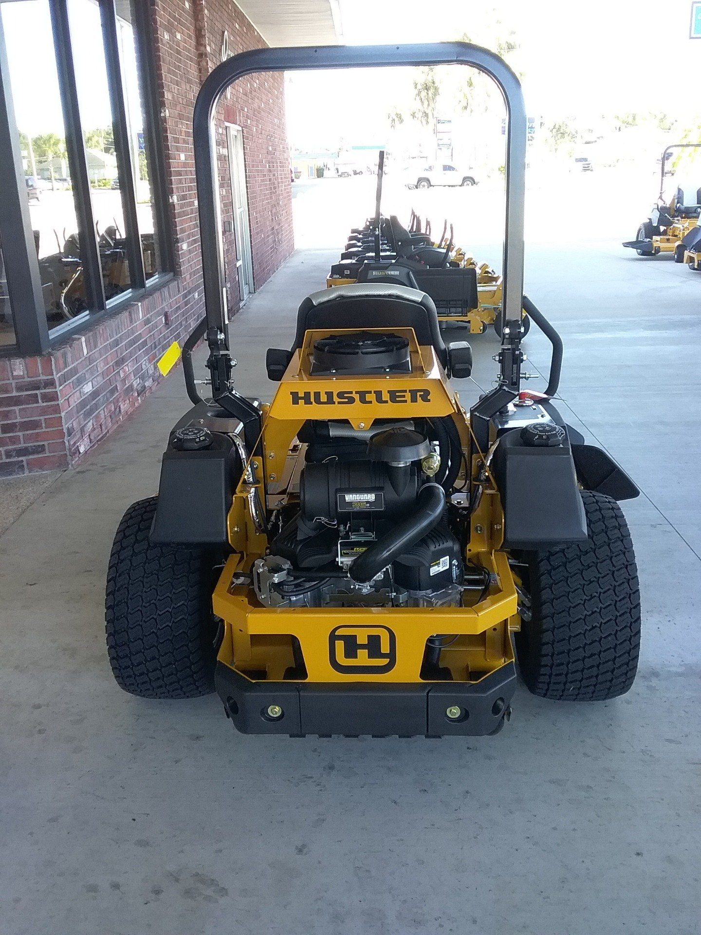 2019 Hustler Turf Equipment Super Z HyperDrive 72 in. Vanguard Big Block 36 hp in Okeechobee, Florida - Photo 3