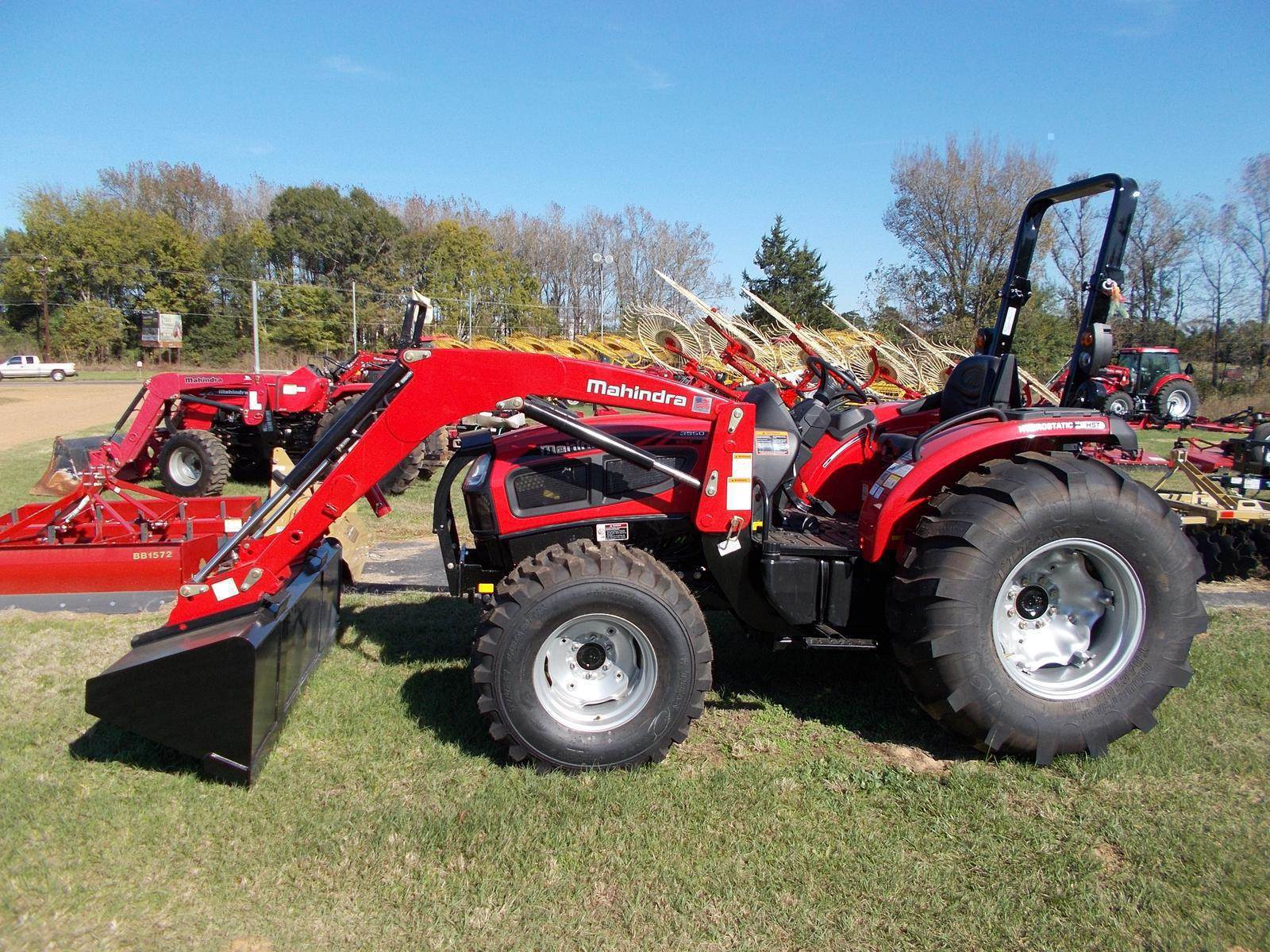 2015 Mahindra 3550 4WD HST in Land O Lakes, Wisconsin