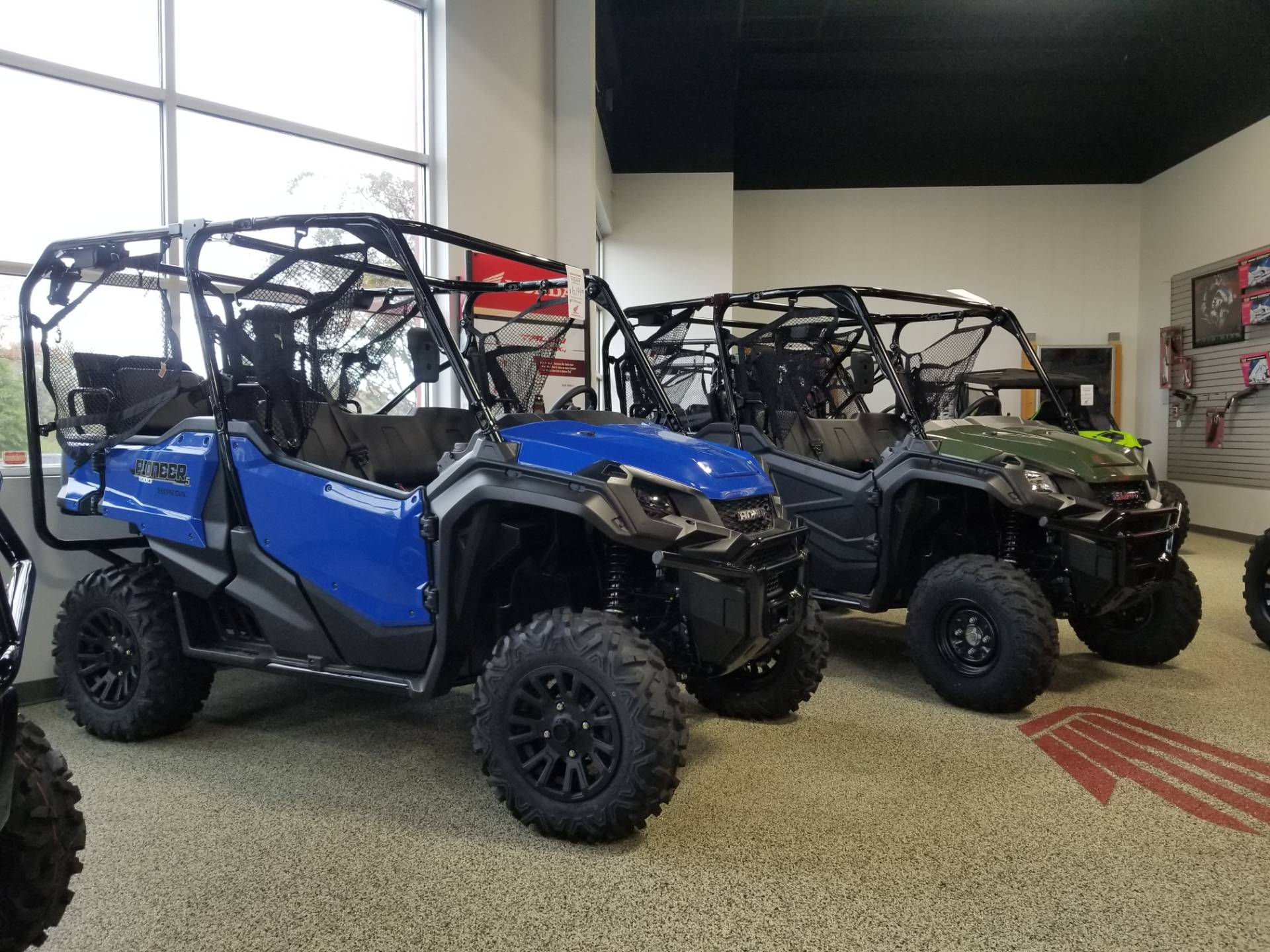 2020 Honda Pioneer 1000-5 Deluxe in Olive Branch, Mississippi - Photo 2