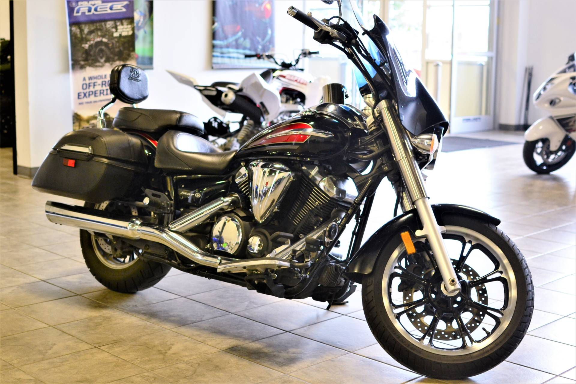 2014 Yamaha V Star 950 Tourer in Olive Branch, Mississippi
