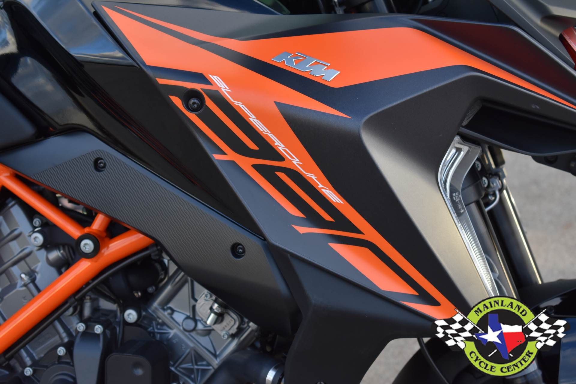 2020 KTM 1290 Super Duke GT in La Marque, Texas - Photo 12