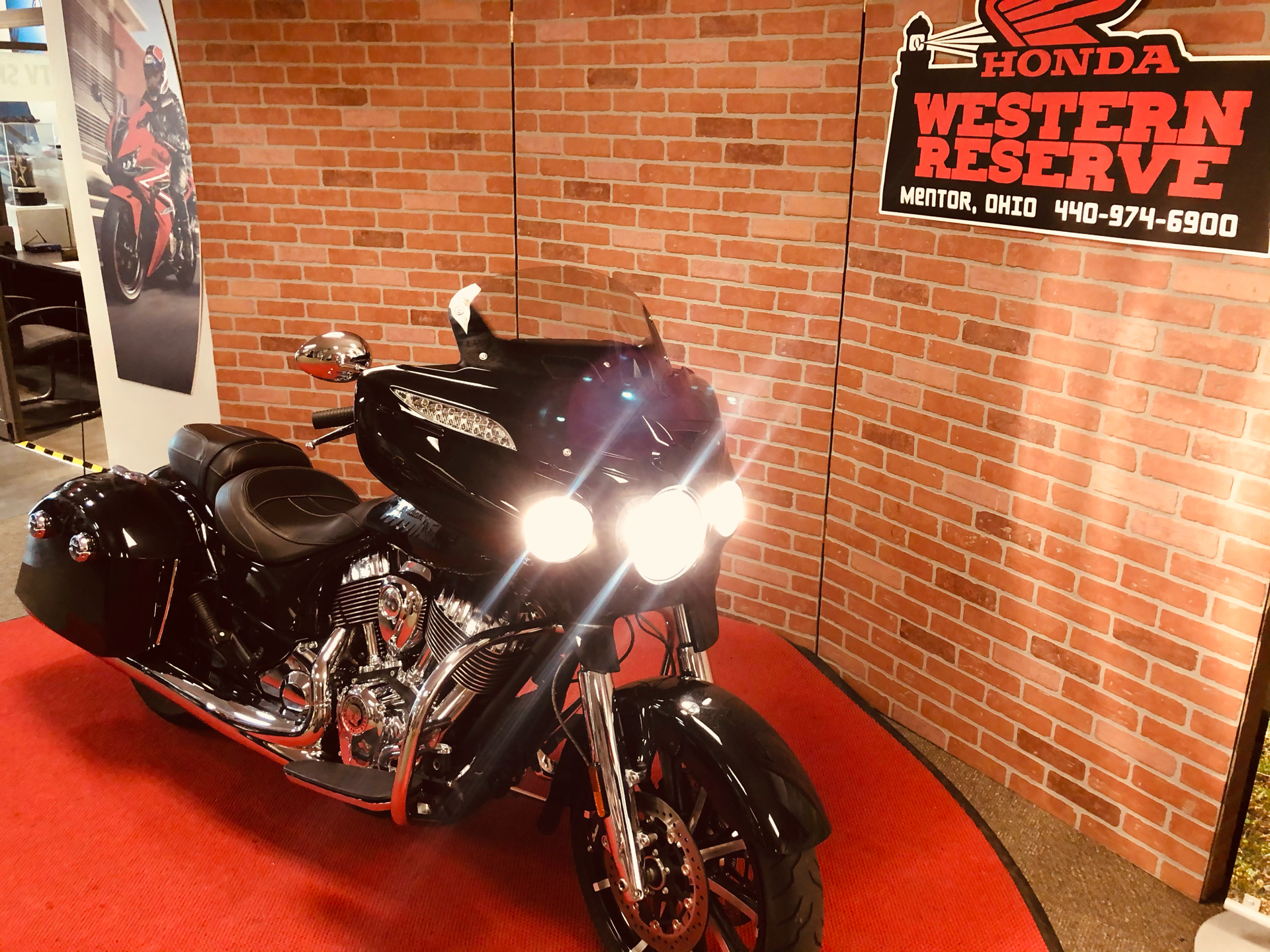 2018 Indian Chieftain® Limited ABS in Mentor, Ohio - Photo 2