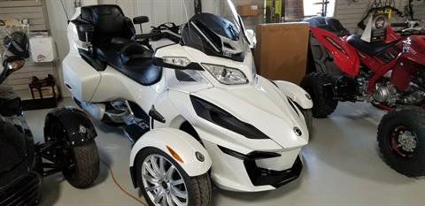 2014 Can-Am Spyder® RT SE6 in Antigo, Wisconsin