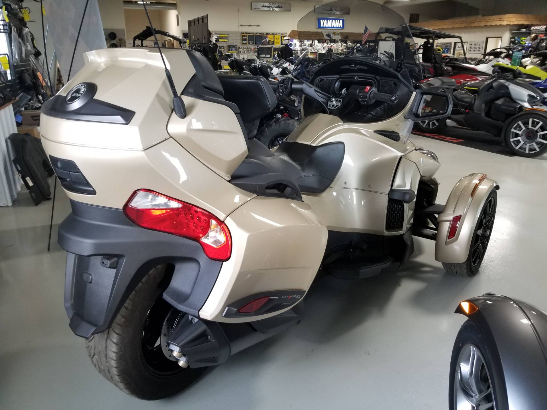 2018 Can-Am Spyder RT Limited in Antigo, Wisconsin - Photo 6