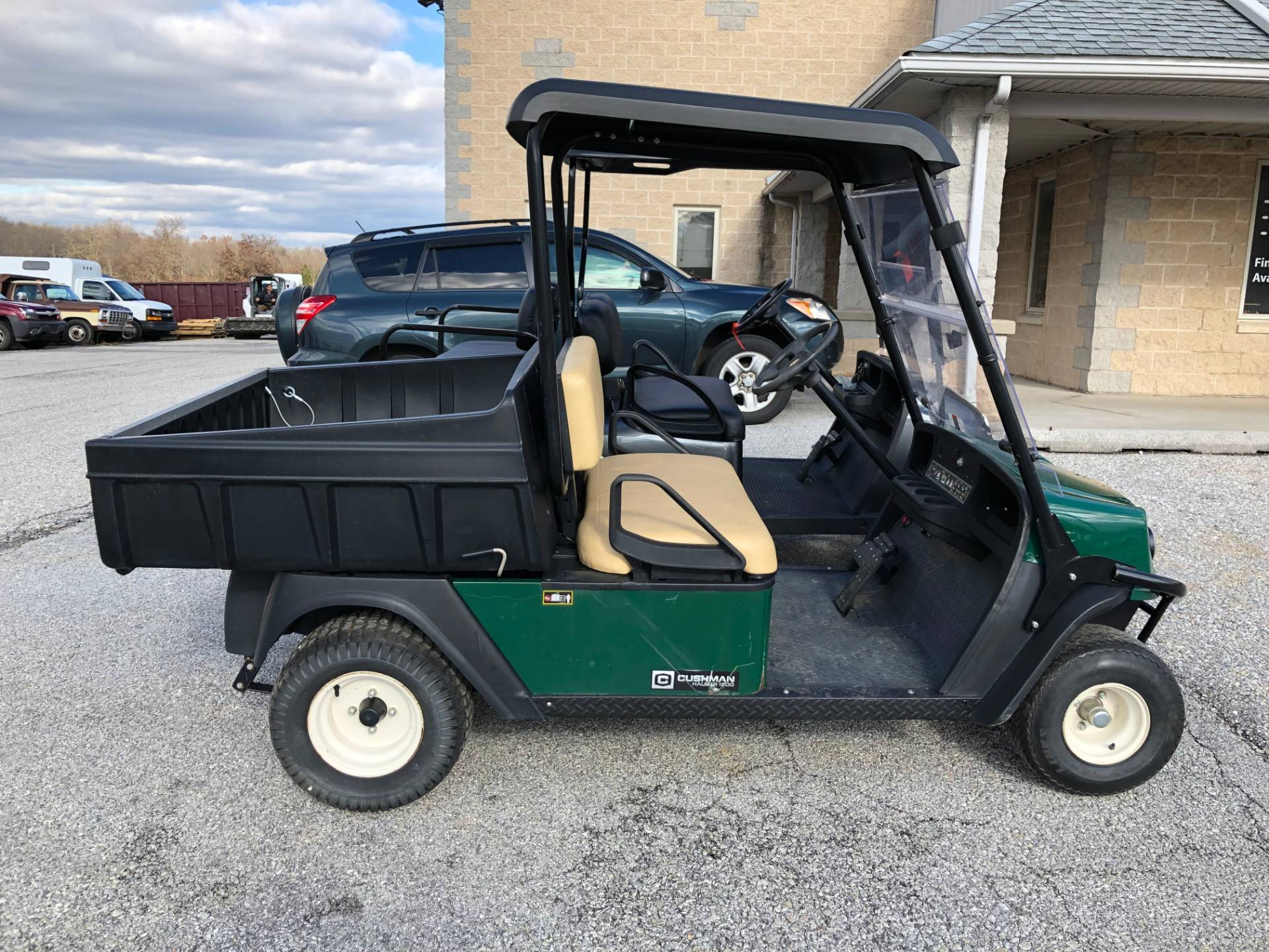 2014 Cushman HAULER 1200 GAS in New Oxford, Pennsylvania