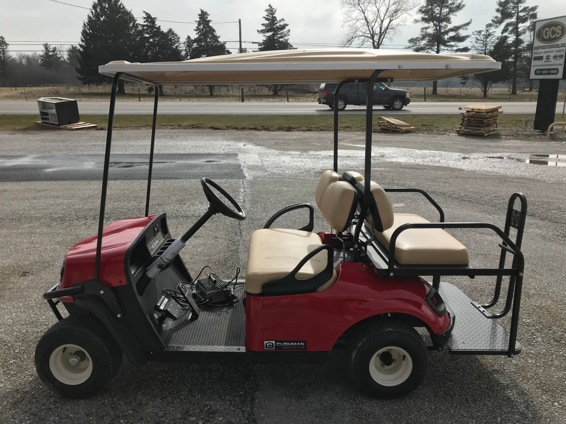 2019 Cushman SHUTTLE 2+2 E in New Oxford, Pennsylvania - Photo 2